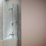 Hinged Bath Screens – How They Provide A Practical Solution