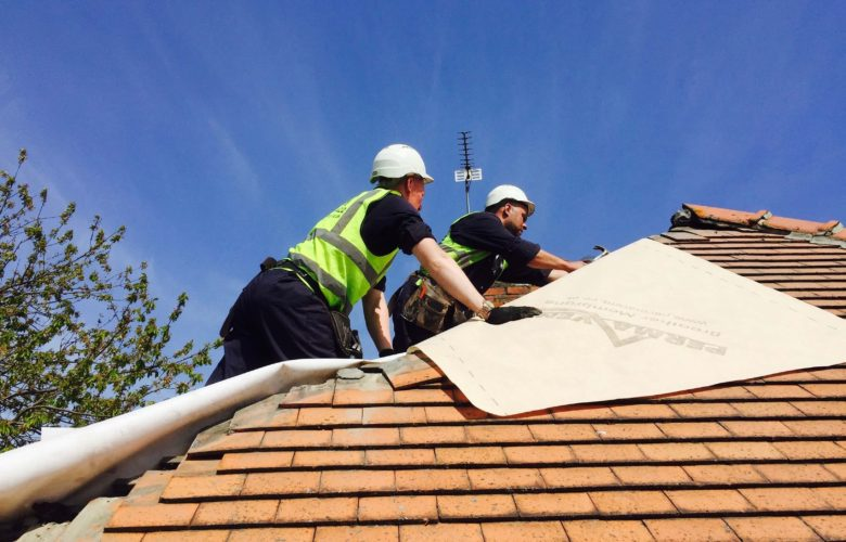 How To Deal With The Risk Factors Of Roofing?